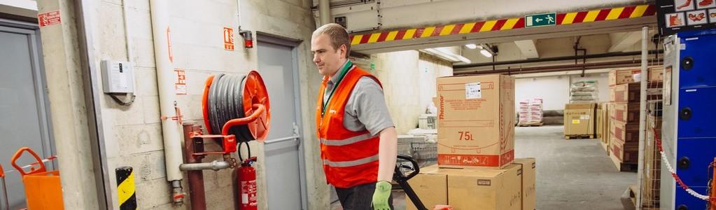 le-métier-de-magasinier-en-plateforme-logistique-chez-saint-gobain-distribution-batiment-france-1